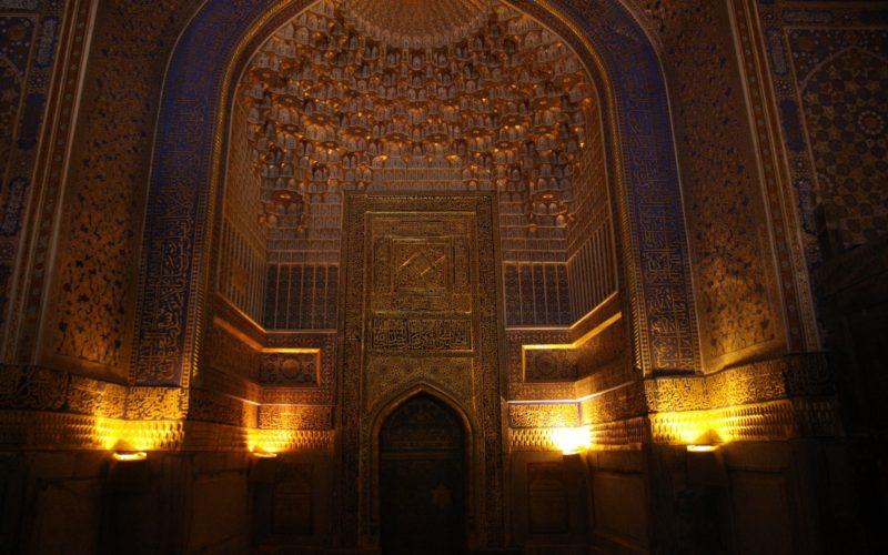 Внутренне убранство медресе Узбекистан