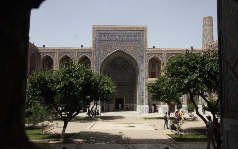 Двор внутри площади Регистан