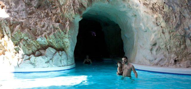 вход в старые пещерные купальни тапольце - мишхольц Barlangfurdo