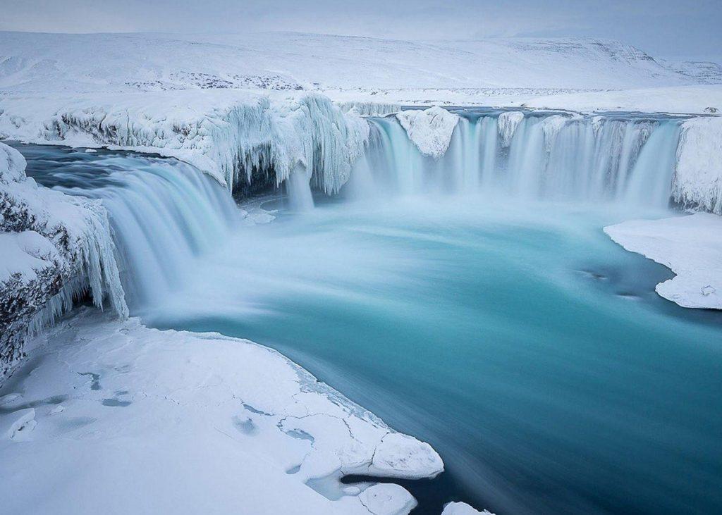 водопад годафосс зимой