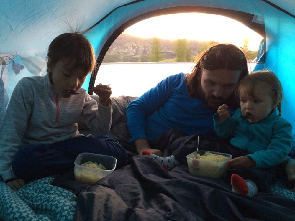 отдых в палатке в кемпинге исландия