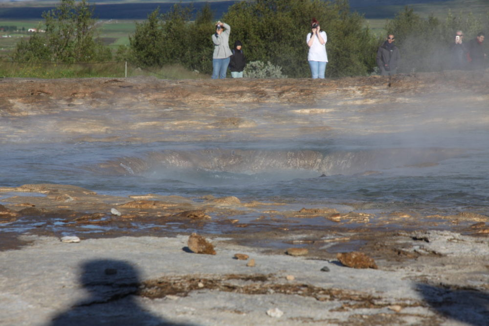 водяной провал перед извержением воды в небо