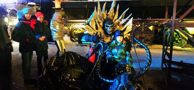 Необычные костюми и сюжет на елке в Москве